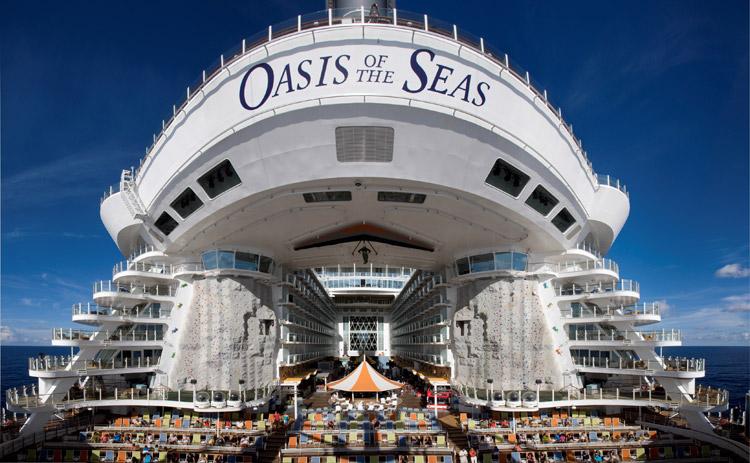 Oasis-of-the-Seas-cruise-ship-Aquatheater