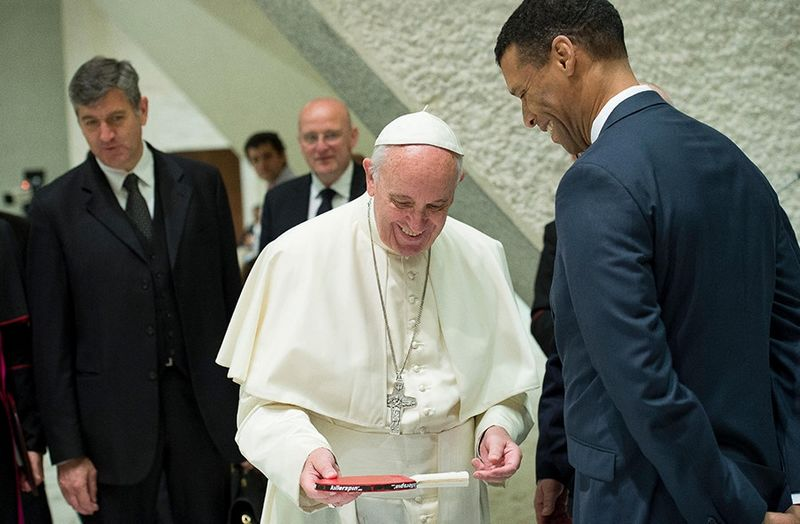 Pope Francis with Killerspin CEO Robert Blackwell Jr.