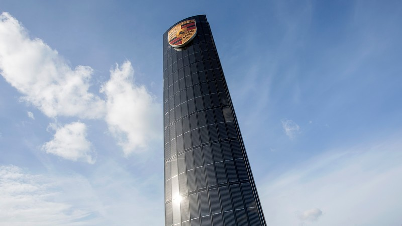 Porsche builds first photovoltaic pylon