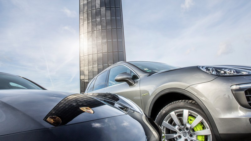 Porsche builds first photovoltaic pylon2016--