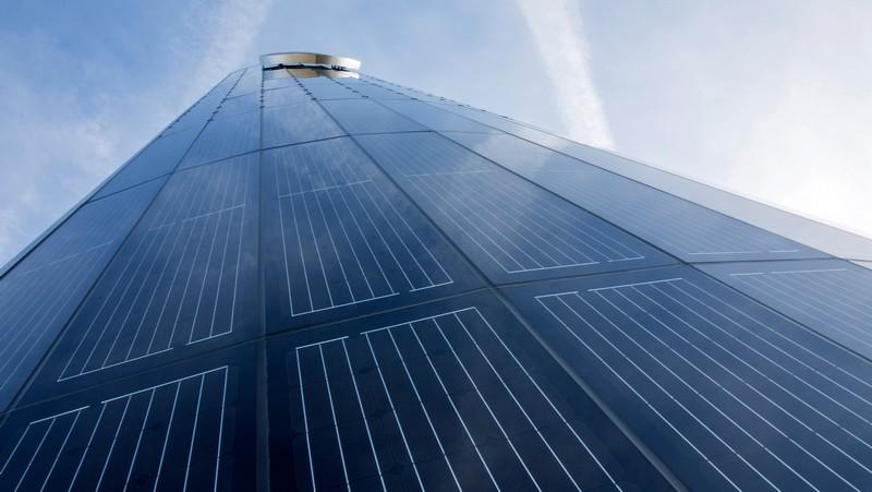 Porsche builds first photovoltaic pylon2016