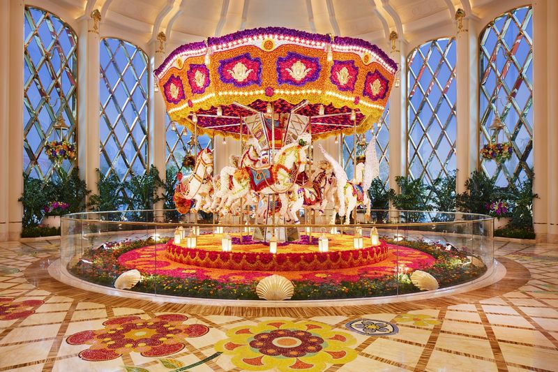 Reminiscent of childhood, this beautiful carousel is made with more than 83,000 flowers as varied as roses, peonies and others