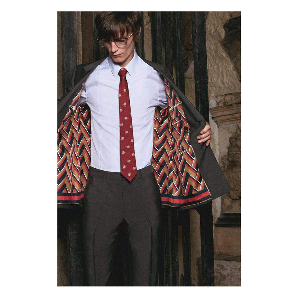Revealed inside a Gucci DIY tailored jacket a customized silk foulard lining, featuring a chevron pattern.