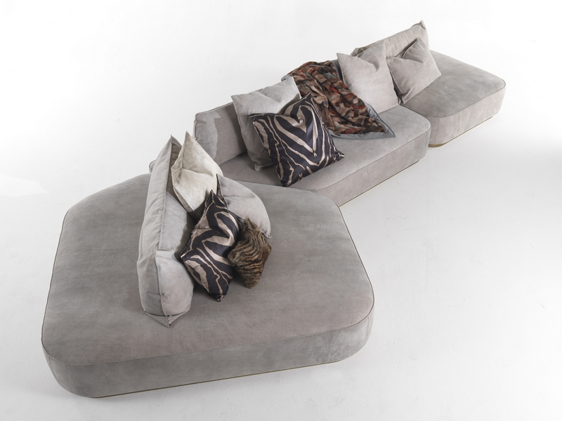 Roberto Cavalli Home Interiors 2017 -rchi_baltimora-sofa