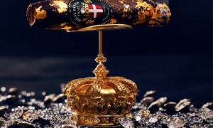 Royal Danish Cigars-The exclusive short torpedo QUEENS #1 with 24 karat Gold & Swarovski crystals