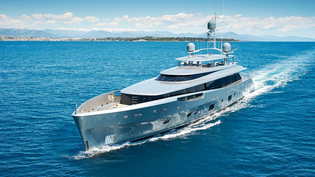 SEMI-DISPLACEMENT OR PLANING TWO-DECK MOTOR YACHT OF 38M AND ABOVE -COMO