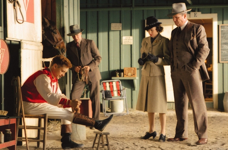 Seabiscuit movie - Jockeys push amazing horses  to greatness while they remain relatively unknown