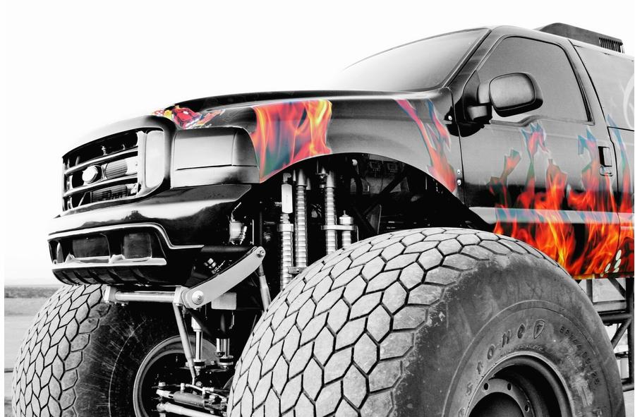 Sin City Hustler - the world's first luxury monster truck-0001