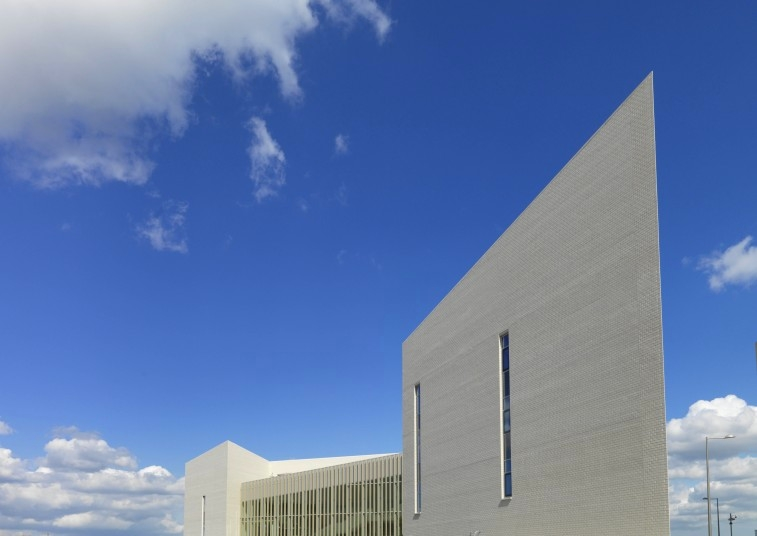 sir-ludwig-guttmann-health-wellbeing-centre-by-peynorreysad