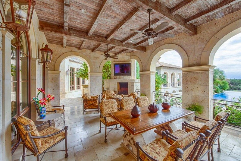 Sophisticated Tuscan-style Estate on 29 Acres