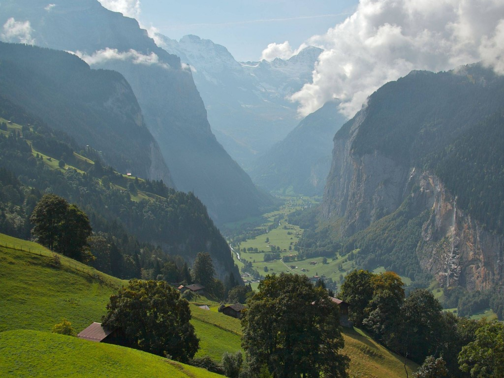 summer-in-lauterbrunnen-switzerland