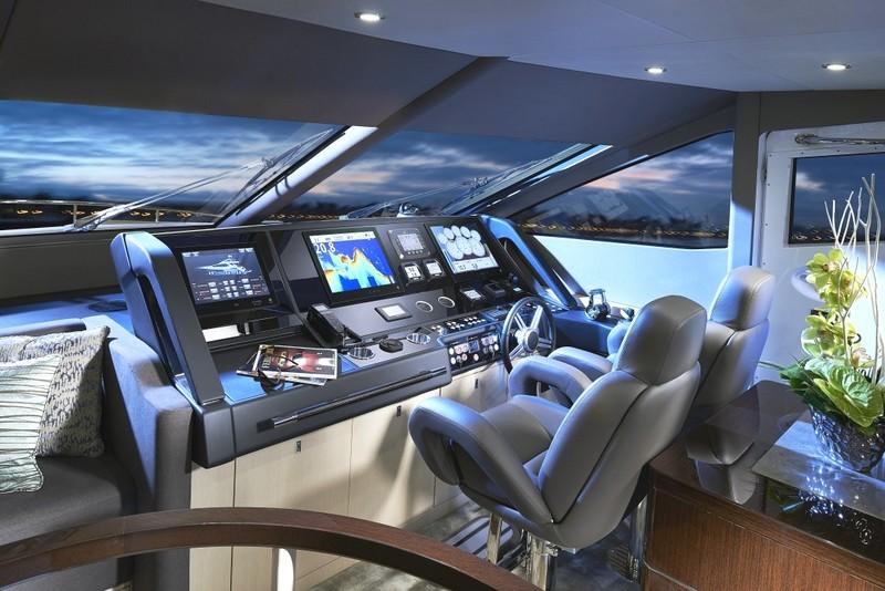 Sunseeker 75 Yacht - cockpit