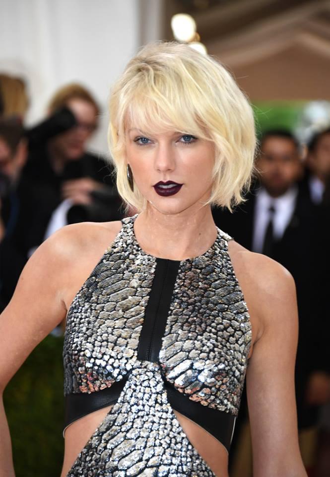 Taylor Swift wearing Mattia Cielo earring