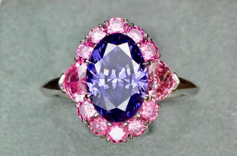 the-argyle-violet-diamond-a-fancy-deep-grayish-bluish-violet
