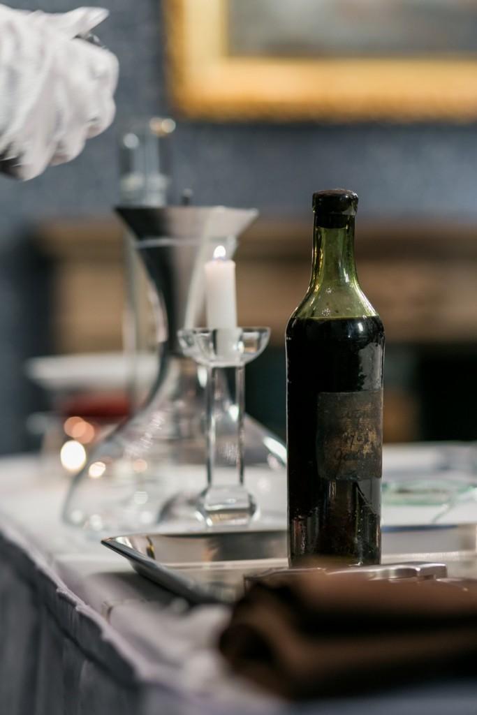 the-cognac-pen-contains-an-actual-sample-of-the-oldest-cognac-2016