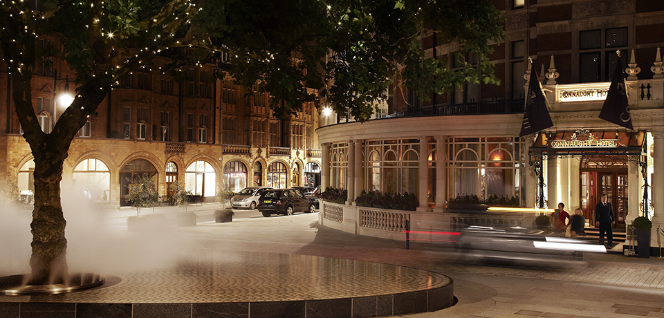 The connaught luxury hotel london exterior night for Top luxury hotels uk
