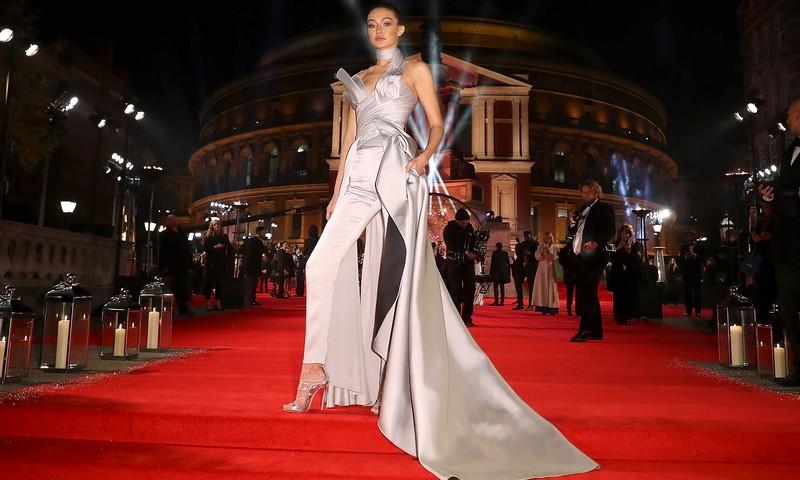 the-fashion-awards-2016-red-carpet-arrivals-gigi-hadid