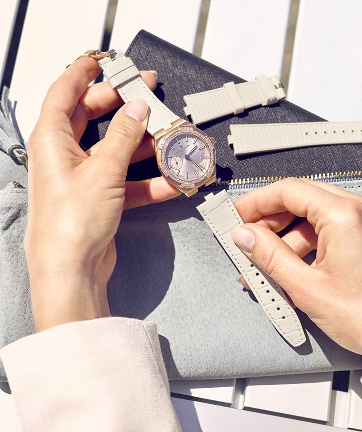the-overseas-small-models-in-pink-gold-come-with-two-or-three-bracelet-straps