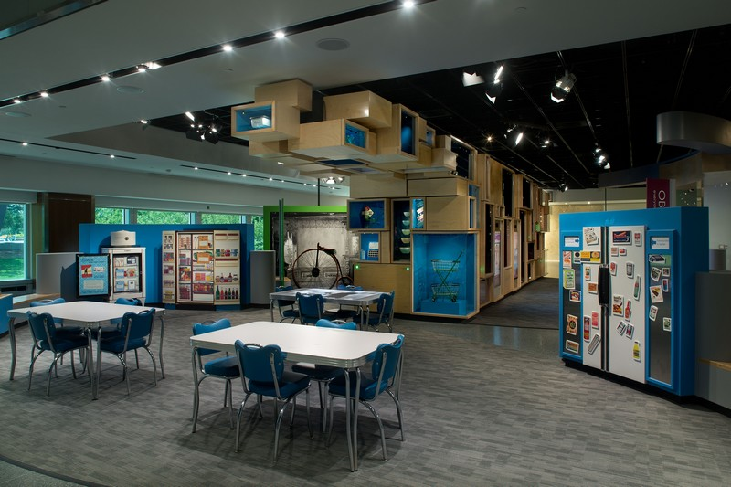 The Smithsonian's National Museum of American History - -