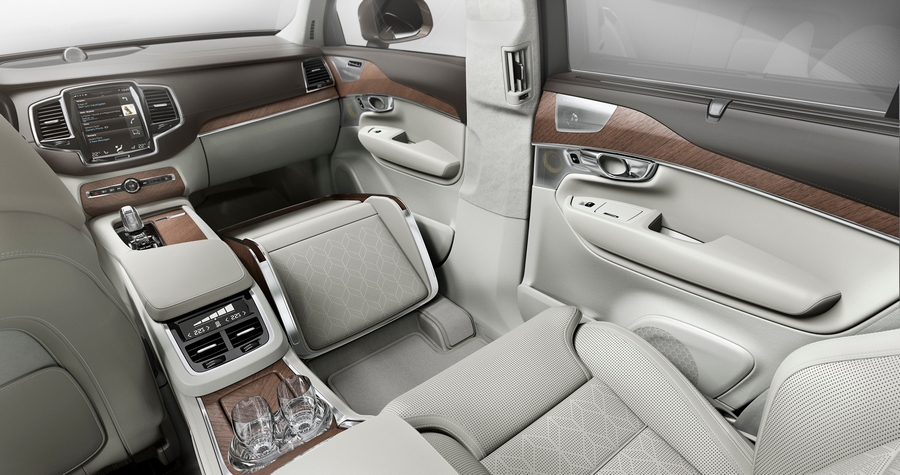 The XC90 Lounge Console offers busy chauffeur-driven business people the ultimate executive accessory; a compact and versatile solution to expanded storage and comfort.
