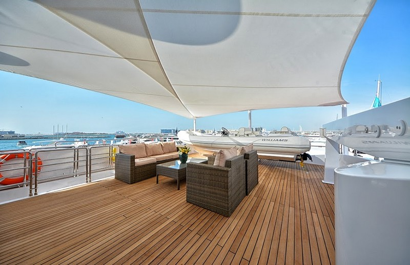 The epitome of truly royal cruising - Gulf Craft Majesty 35 luxury yacht-ext