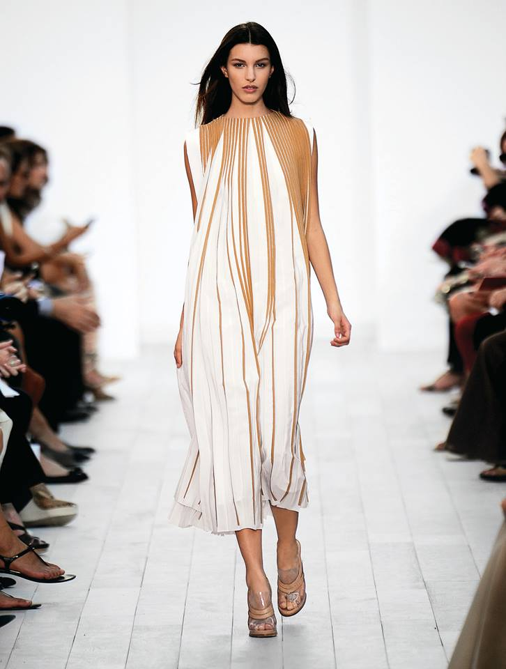 The opening look of the Chloé Spring-Summer 2012 runway