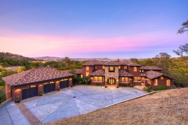 this-2-5-million-estate-in-novato-california-offers-serious-luxe-factor