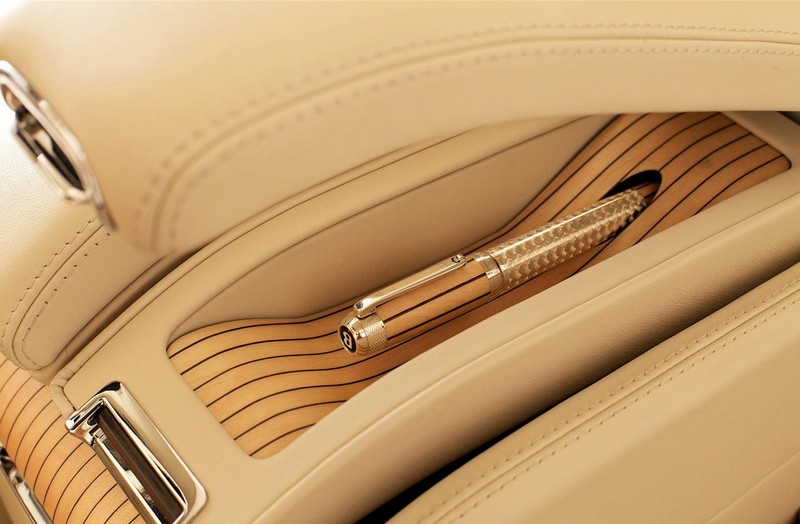 tibaldi-fountain-pen-in-the-armrest-of-the-new-2012-bentley-mulsanne