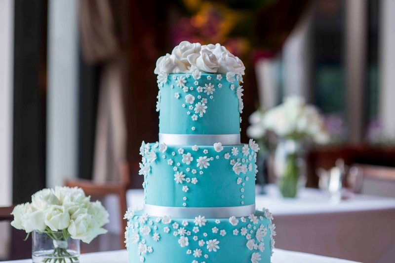 Tiffany & Co.-inspired wedding cake