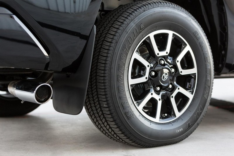 Toyota Tundrasine Concept Vehicle-limo pickup