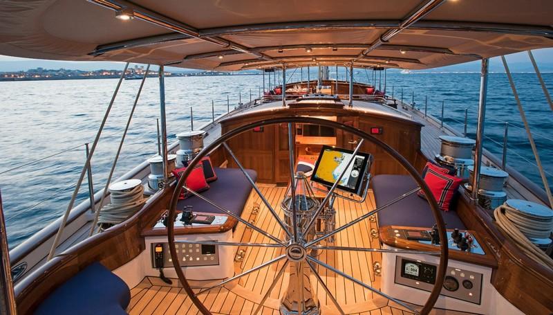 Truly Classic 127 Atalante won World Superyacht Award 2016--01