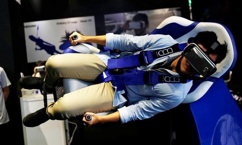 VR headset experiencesamsung