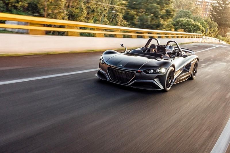 VUHL 05 lightweight supercar