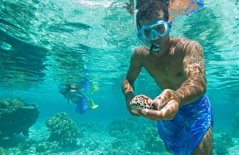 Vahine Island in French Polynesia-005