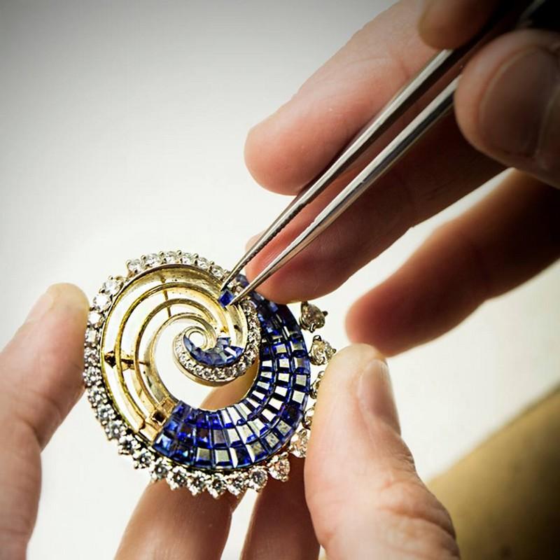 Van Cleef & Arpels -The Vagues Mystérieuses clip - Seven Seas High Jewelry collection