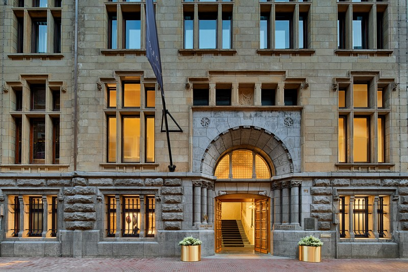 w-amsterdam-bank-building-entrance
