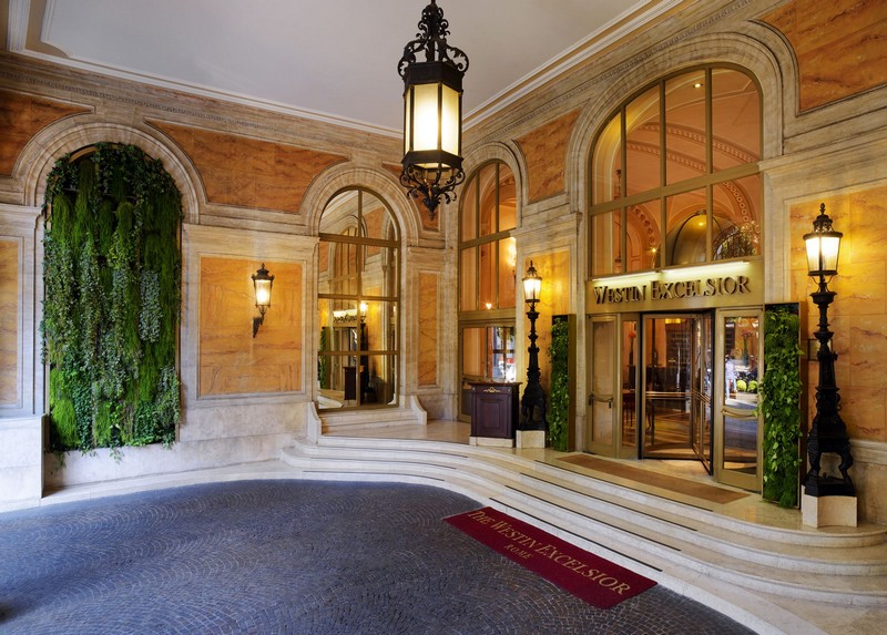 Westin Excelsior hotel Rome-the entrance