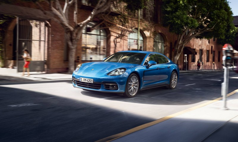 World premiere of the new 2017 Porsche Panamera-2luxury2-com-