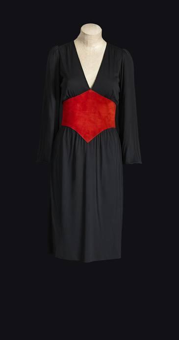 YSL 1971 - robe du soir courte ceinture de daim rouge, haute couture 1971