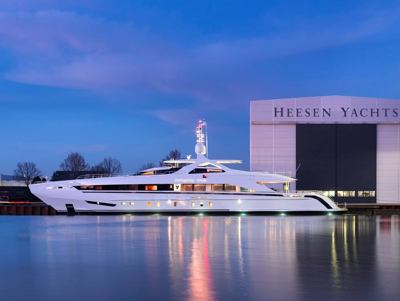 amore mio superyacht in heesen harbour