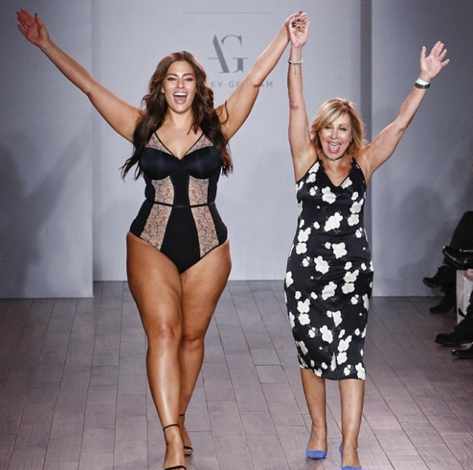 ashley-graham-catwalk