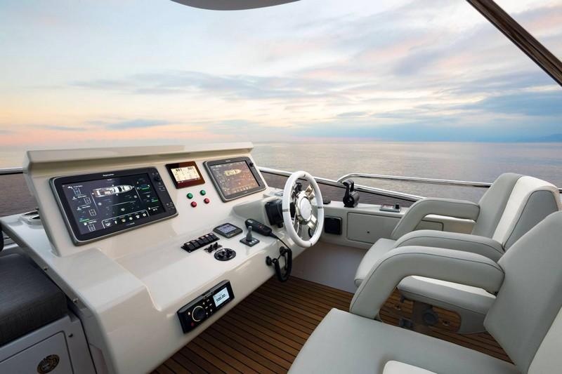 azimut 66 cockpit
