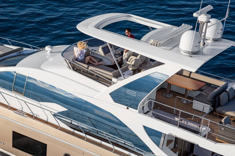 azimut 66 exterior-on sea