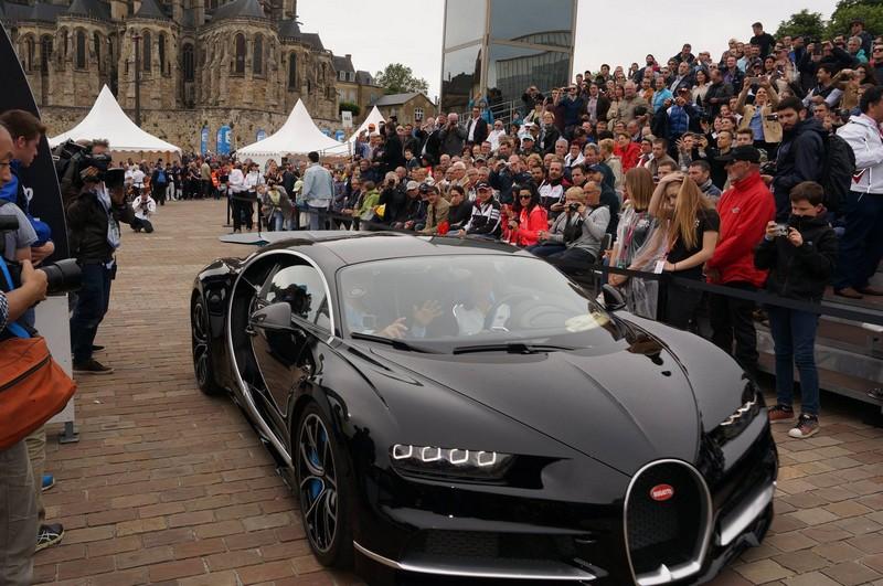 bugatti chiron Drivers parade through Le Mans #24heuresdumans