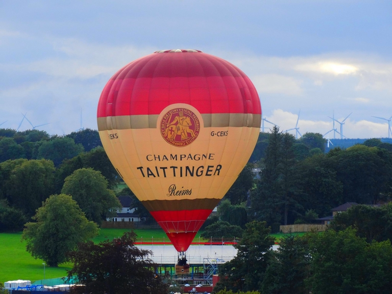 champagne taittinger balloon