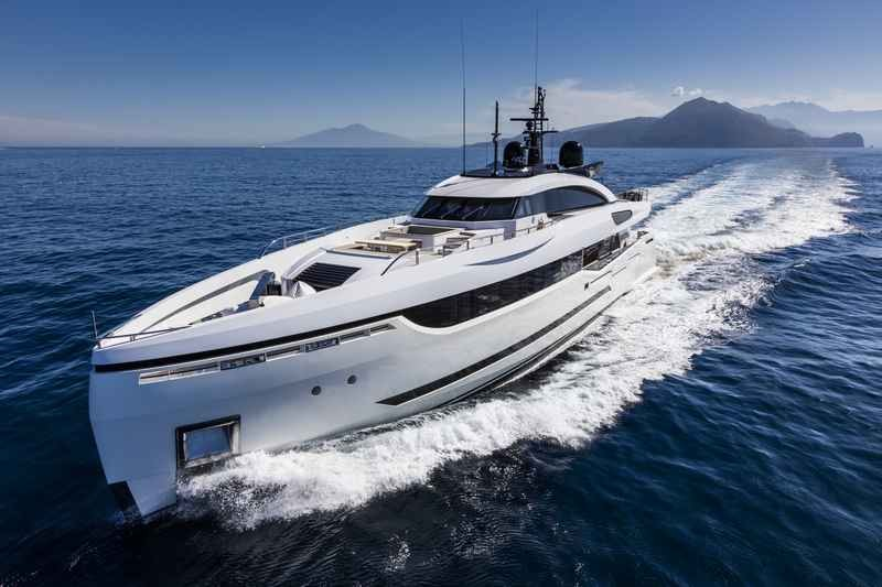 columbus-40-hybrid-My Divine. The Colombus' green approach to yacht building-
