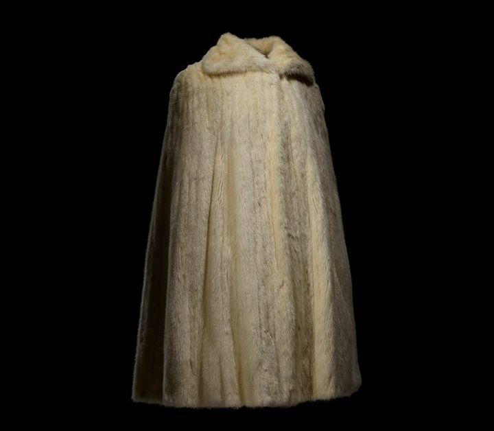 dior dresses christian dior museum-Cape de mariée portée par la princesse Soraya lors de son mariage le 12 février 1951