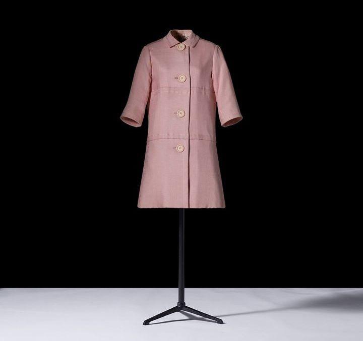 dior dresses christian dior museum- le manteau de jour en lin La vie en rose porté par Jackie Kennedy en 1961