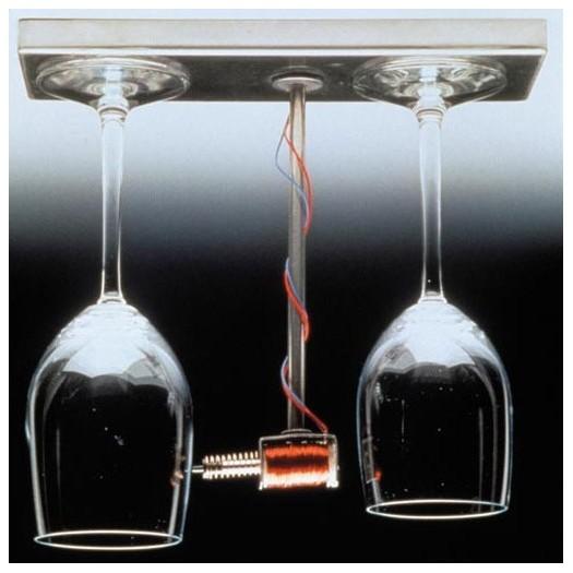 doorbell-wine-glass