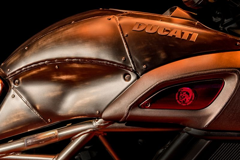 ducati-diavel-diesel-details2017